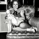 SHIRLEY TEMPLE LEGENDARY ACTRESS - 8X10 PUBLICITY PHOTO (DA-072)