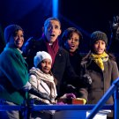 BARACK OBAMA & FAMILY REACT TO LIGHTING OF CHRISTMAS TREE - 8X10 PHOTO (CC-155)