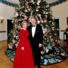 PRESIDENT BILL & HILLARY CLINTON IN FRONT OF CHRISTMAS TREE 8X10 PHOTO (BB-128)