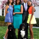 BARACK OBAMA & FAMILY WITH PET DOGS 2015 EASTER PORTRAIT - 8X10 PHOTO (EP-058)