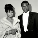 DIAHANN CARROLL & SIDNEY POITIER AT ACADEMY AWARDS 8X10 PUBLICITY PHOTO (NN-172)