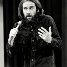GEORGE CARLIN LEGENDARY COMEDIAN - 8X10 PUBLICITY PHOTO (EP-570)