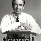 FRED ROGERS CHILDREN'S ENTERTAINMENT EDUCATION ICON 8X10 PUBLICITY PHOTO (AZ148)