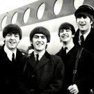 THE BEATLES ARRIVE AT LONDON AIRPORT - 8X10 PHOTO (ZZ-043)