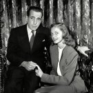 HUMPHREY BOGART AND LAUREN BACALL IN MAY 1945 - 8X10 PUBLICITY PHOTO (AZ192)