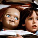 """ALEX VINCENT & EVIL DOLL """"CHUCKY"""" IN THE FILM """"CHILD'S PLAY"""" 8X10 PHOTO (ZY-330)"""