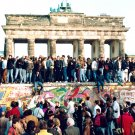GERMANS STAND ON TOP OF THE BERLIN WALL IN NOVEMBER 1989 - 8X10 PHOTO (ZY-332)