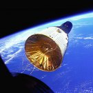 GEMINI 6 VIEWS GEMINI 7 FIRST SPACECRAFT RENDEZVOUS - 8X10 NASA PHOTO (BB-160)