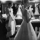 AUDREY HEPBURN GRACE KELLY BACKSTAGE @ 1956 OSCARS 8X10 PUBLICITY PHOTO (AZ212)