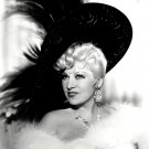 MAE WEST ACTRESS AND SEX-SYMBOL - 8X10 PUBLICITY PHOTO (DD-030)