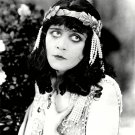 """THEDA BARA IN THE 1917 SILENT FILM """"CLEOPATRA"""" - 8X10 PUBLICITY PHOTO (DD-185)"""