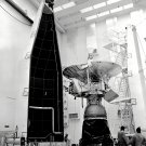 PIONEER 11 SPACECRAFT PRIOR TO LAUNCH IN 1973 - 8X10 NASA PHOTO (ZZ-076)