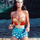 "LYNDA CARTER IN THE TV SERIES ""WONDER WOMAN"" - 8X10 PUBLICITY PHOTO (AA-380)"