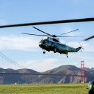 BARACK OBAMA ARRIVES IN SAN FRANCISCO ABOARD MARINE ONE - 8X10 PHOTO (ZY-341)