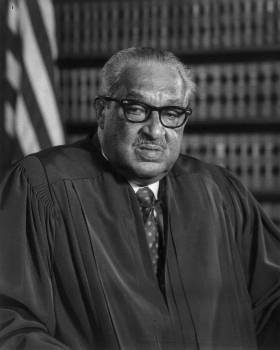 SUPREME COURT JUSTICE THURGOOD MARSHALL - 8X10 PHOTO (DA-434)