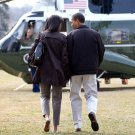 PRESIDENT BARACK OBAMA w/ MICHELLE WALKING TOWARD MARINE ONE 8X10 PHOTO (ZY-371)