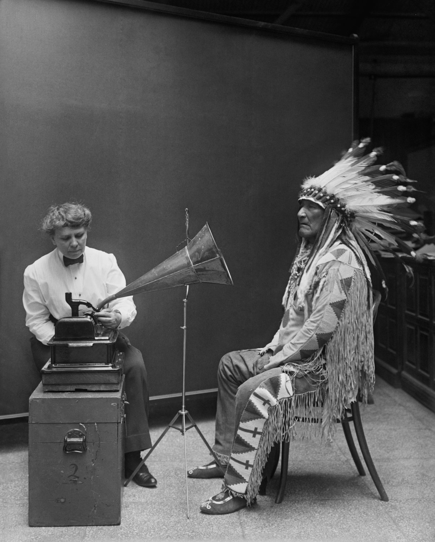 BLACKFOOT CHIEF MOUNTAIN CHIEF MAKES RECORD AT SMITHSONIAN 8X10 PHOTO (EP-621)