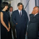 PRESIDENT JOHN F. KENNEDY WITH FIRST LADY JACKIE KENNEDY - 8X10 PHOTO (ZZ-888)