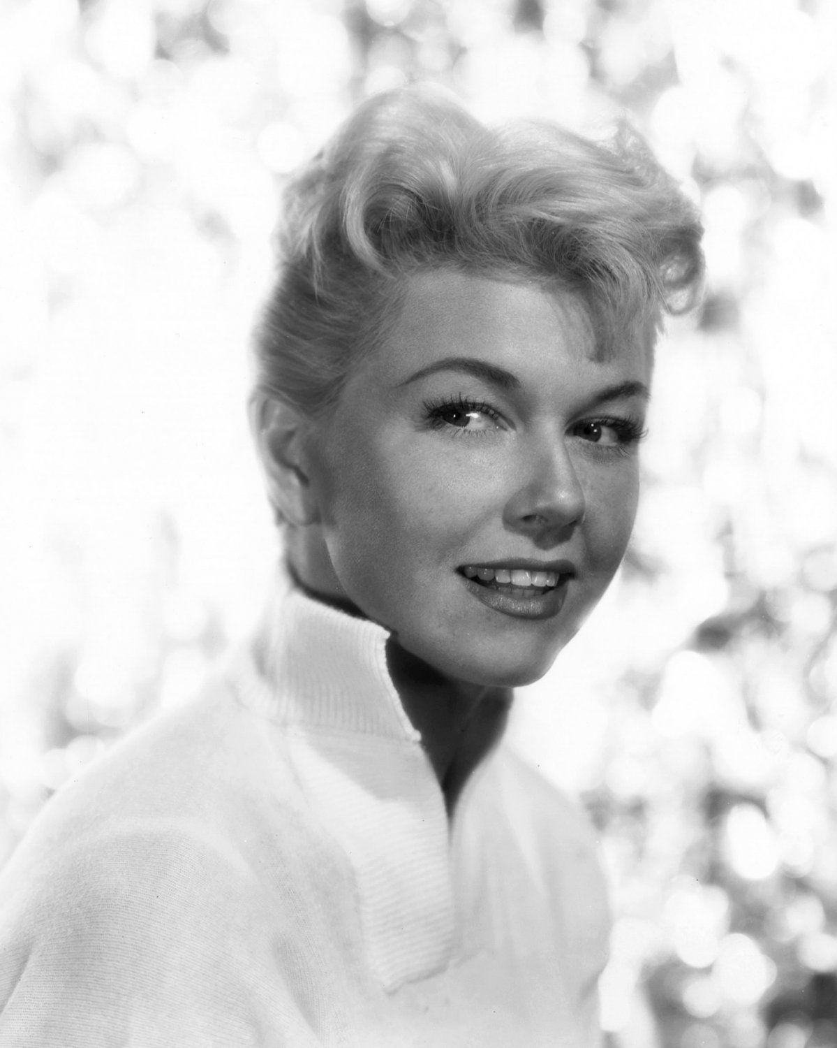 """DORIS DAY IN THE FILM """"THE MAN WHO KNEW TOO MUCH"""" 8X10 PUBLICITY PHOTO (DA-793)"""