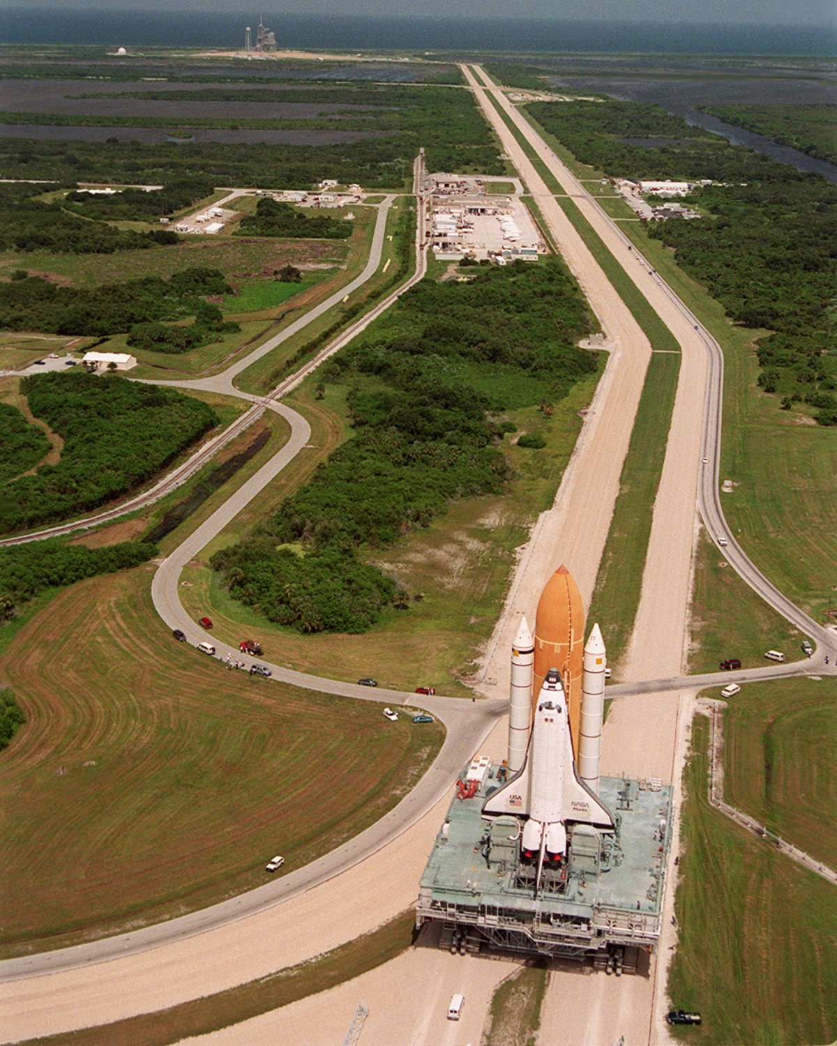 SPACE SHUTTLE ATLANTIS ROLLS TO LAUNCH PAD FOR STS-79 8X10 NASA PHOTO (EP-412)