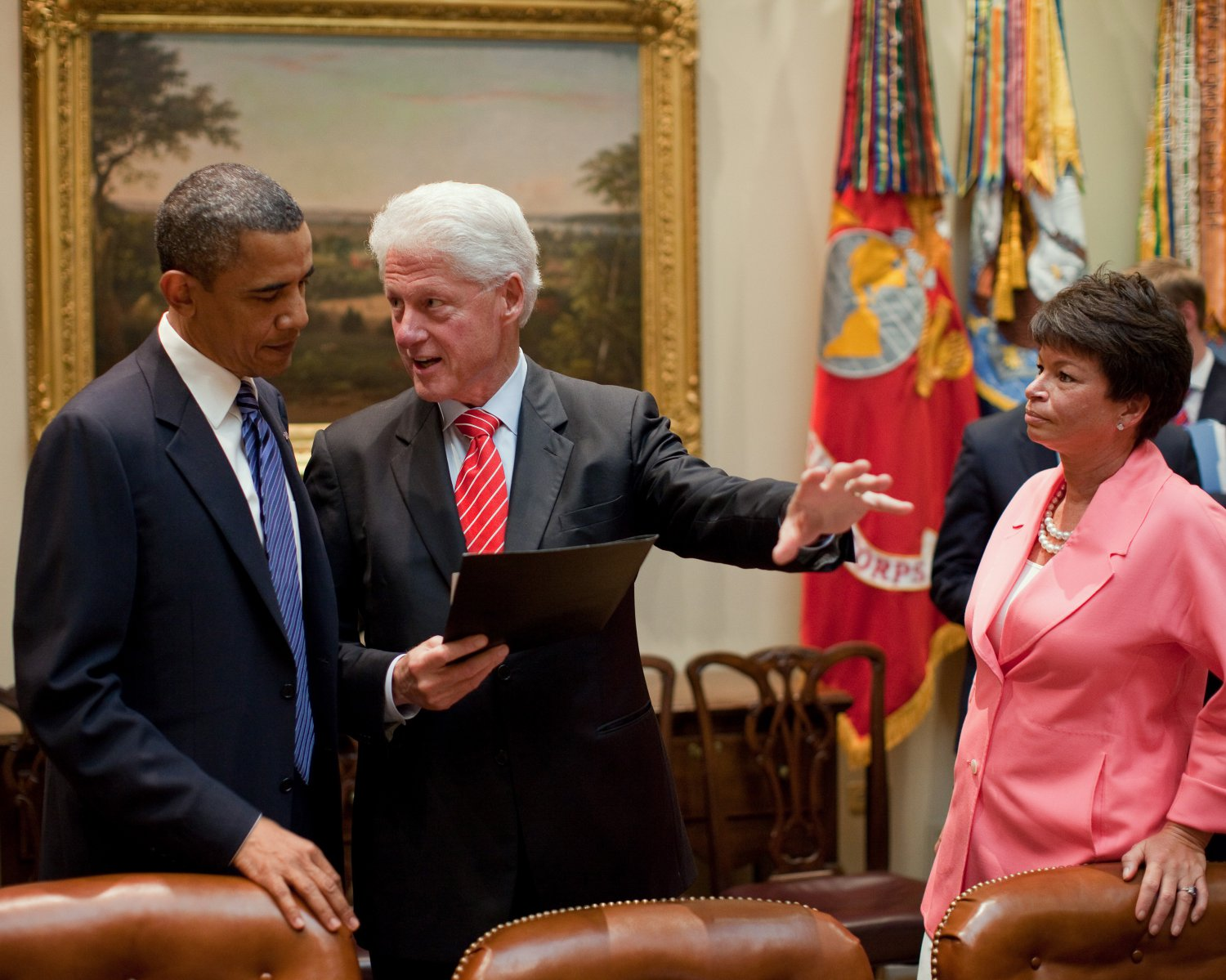 PRESIDENT BARACK OBAMA WITH BILL CLINTON AND VALERIE JARRETT 8X10 PHOTO (ZY-384)