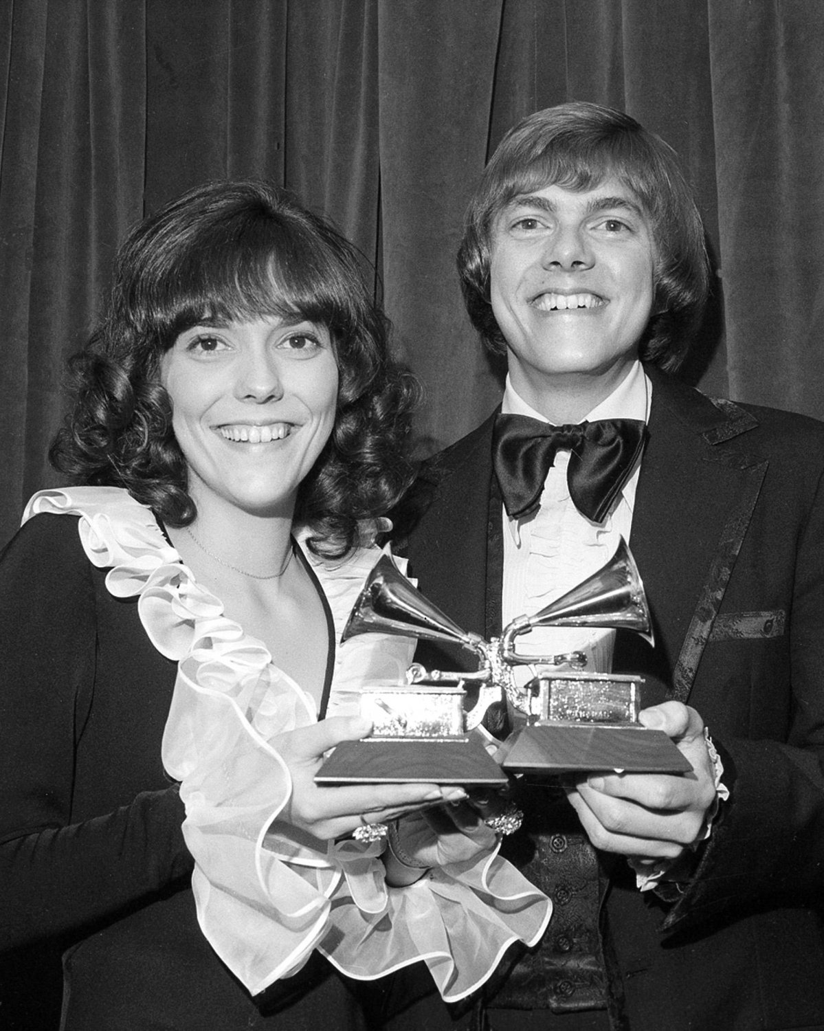 "KAREN AND RICHARD ""THE CARPENTERS"" - 8X10 PUBLICITY PHOTO (ZY-407)"