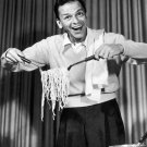 FRANK SINATRA SERVES SPAGHETTI IN AD FOR 1952 CBS TV SHOW - 8X10 PHOTO (ZY-429)