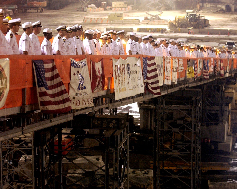 "US NAVY SAILORS RENDER HONORS @ ""GROUND ZERO"" SEPTEMBER 11 - 8X10 PHOTO (ZY-433)"