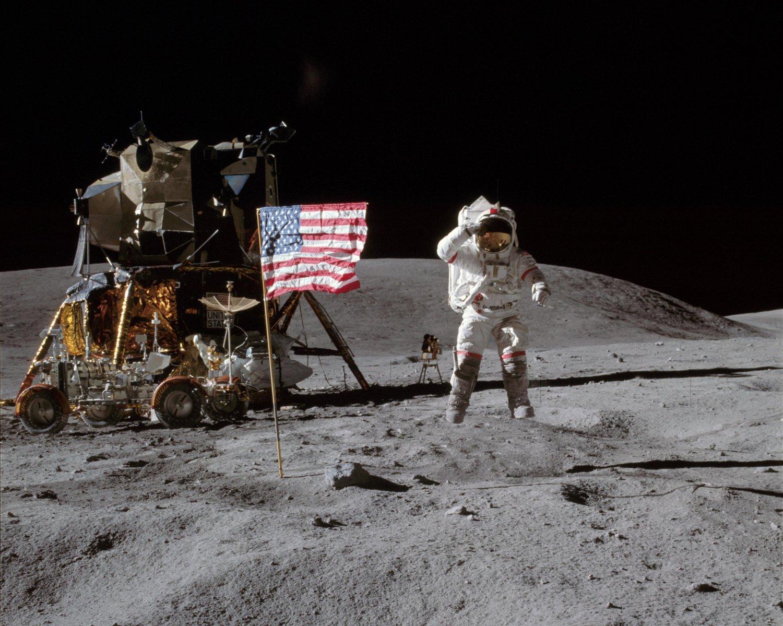 APOLLO 16 ASTRONAUT JOHN YOUNG ON THE MOON - 8X10 NASA PHOTO (BB-555)