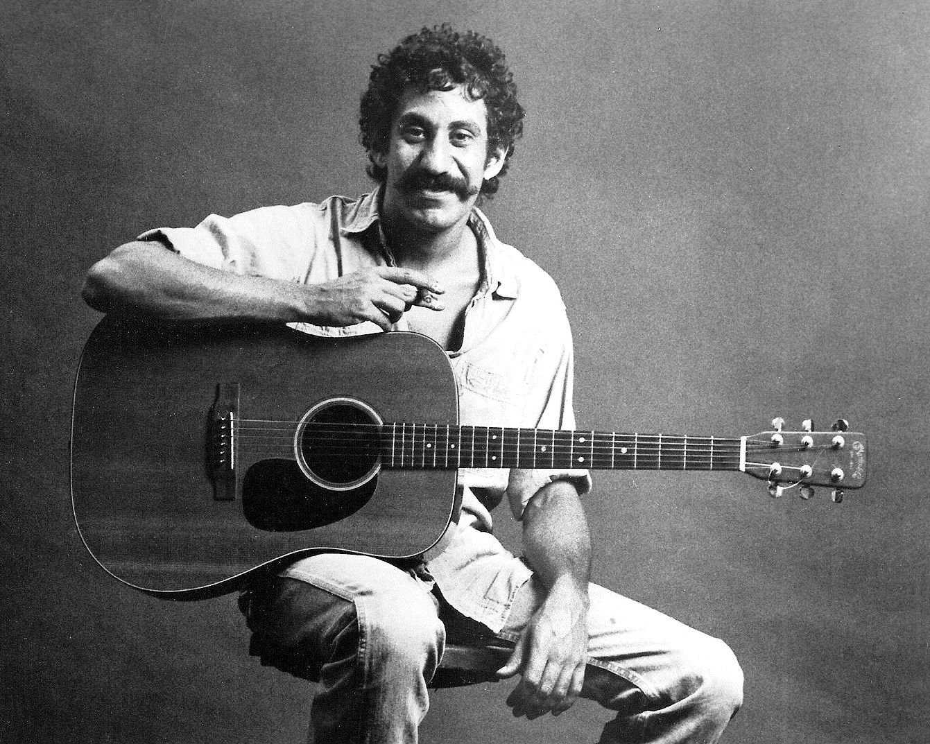 JIM CROCE MUSICIAN SINGER / SONGWRITER - 8X10 PUBLICITY PHOTO (ZY-455)