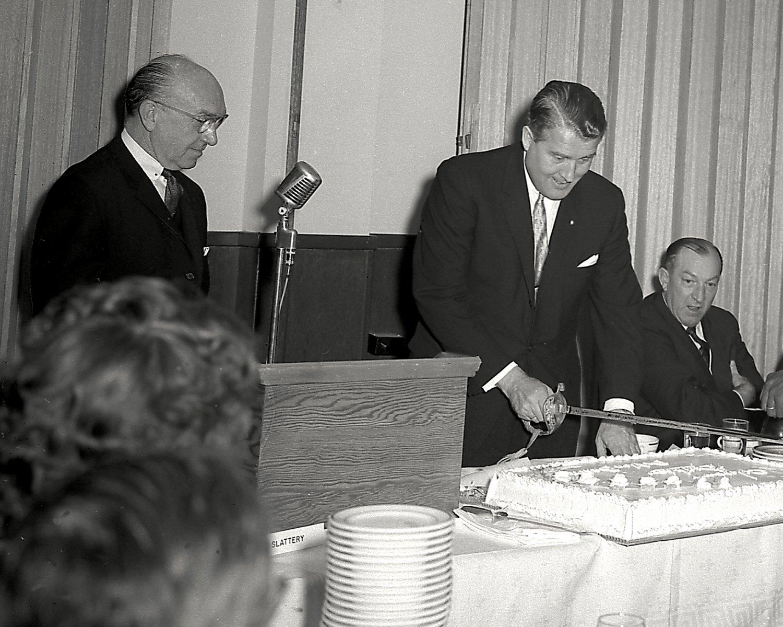 DR. WERNHER VON BRAUN AT HIS 50TH BIRTHDAY CELEBRATION 8X10 NASA PHOTO (DA-431)