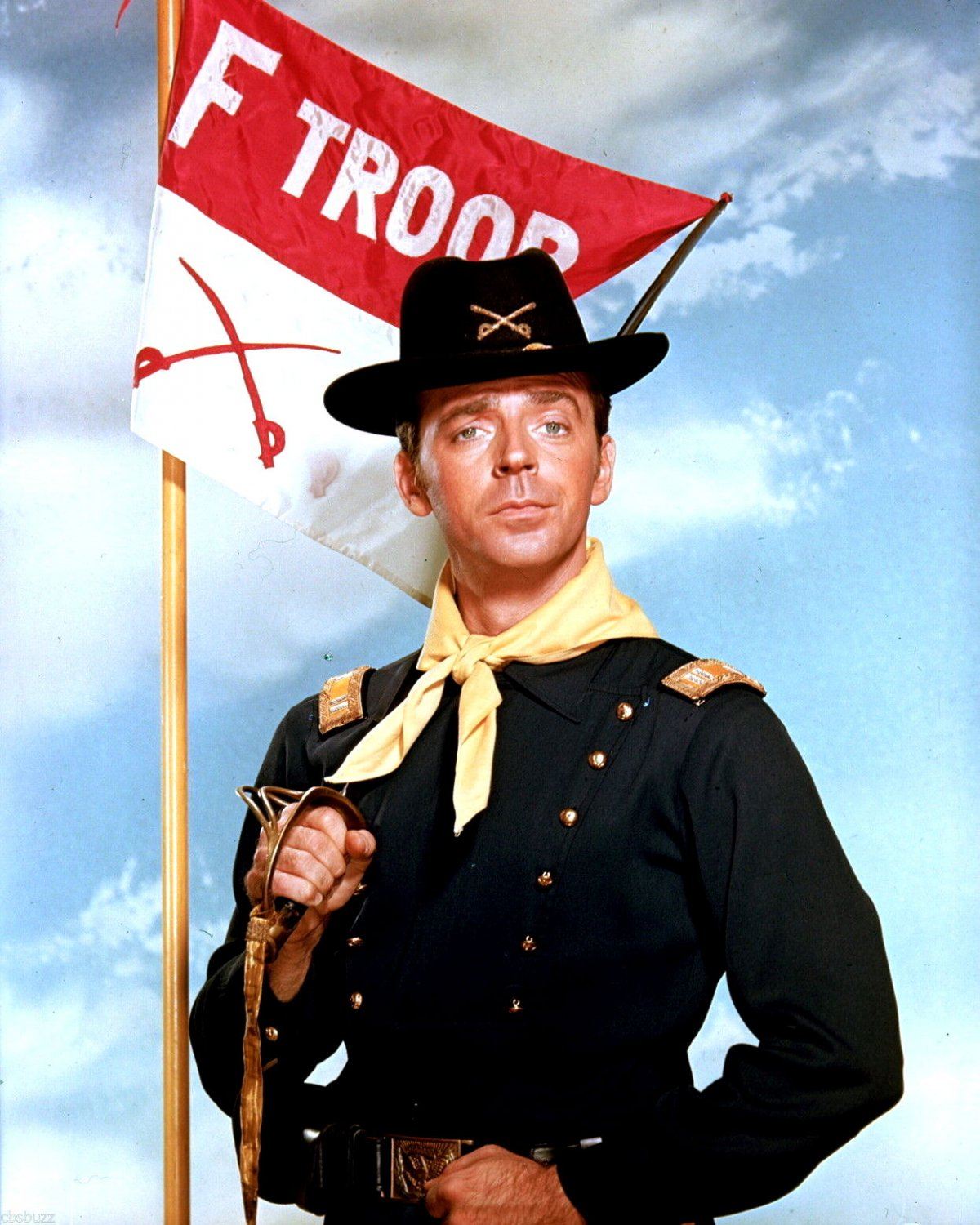 """KEN BERRY IN THE ABC TELEVISION SHOW """"F TROOP"""" - 8X10 PUBLICITY PHOTO (ZY-500)"""