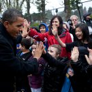 PRESIDENT BARACK OBAMA GREETS STUDENTS IN MEDINA, WASHINGTON 8X10 PHOTO (ZY-517)