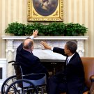 BARACK OBAMA MEETS WITH MAX CLELAND IN THE OVAL OFFICE - 8X10 PHOTO (ZY-543)