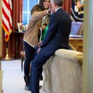 PRESIDENT BARACK OBAMA & DAUGHTER MALIA IN THE OVAL OFFICE - 8X10 PHOTO (ZY-562)