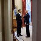 PRESIDENT BARACK OBAMA WITH JOE BIDEN IN THE OVAL OFFICE - 8X10 PHOTO (ZY-566)