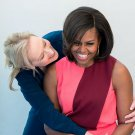 FIRST LADY MICHELLE OBAMA & MERYL STREEP IN BLUE ROOM PHOTO SHOOT 8X10 (ZY-575)