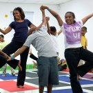 MICHELLE OBAMA JOINS CHILDREN FOR A YOGA CLASS IN MIAMI - 8X10 PHOTO (ZY-586)