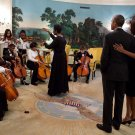 BARACK & MICHELLE OBAMA LISTEN TO THE DC YOUTH ORCHESTRA - 8X10 PHOTO (ZY-595)