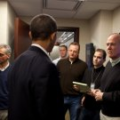BARACK OBAMA SPEAKS WITH OFFICIALS IN THE SITUATION ROOM - 8X10 PHOTO (ZY-599)