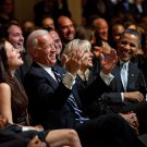 PRESIDENT BARACK OBAMA & JOE BIDEN REACT TO JAMIE FOXX JOKE - 8X10 PHOTO (ZY-568)