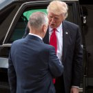 DONALD TRUMP IS GREETED BY SECRETARY OF DEFENSE JIM MATTIS - 8X10 PHOTO (ZY-749)