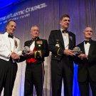 GENERAL JIM MATTIS RECEIVES AWARD FROM ADMIRAL MIKE MULLEN - 8X10 PHOTO (ZY-752)