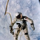 ED WHITE FIRST AMERICAN TO WALK IN SPACE ON GEMINI 4 - 8X10 NASA PHOTO (ZY-881)