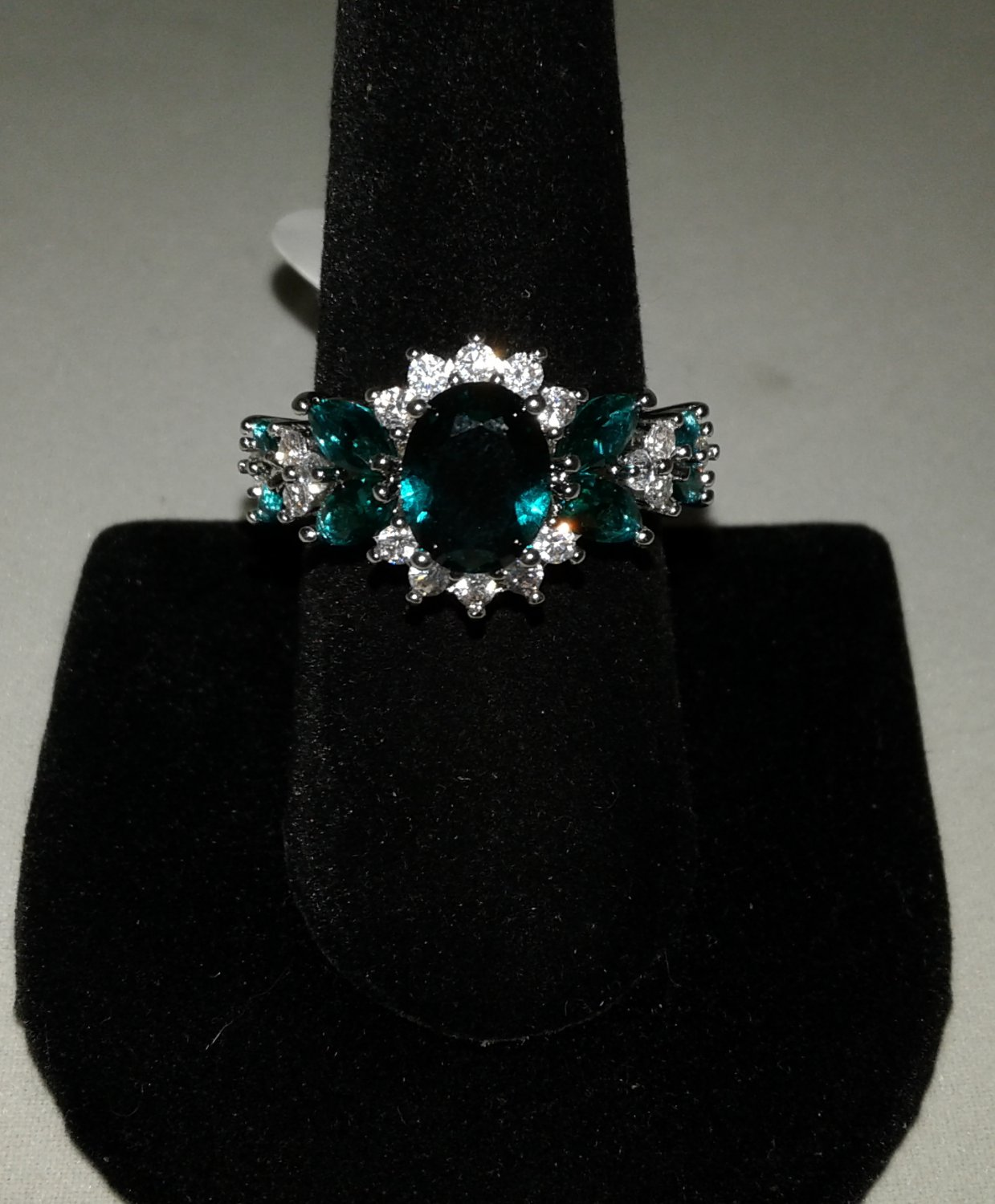 Brilliant Green Topaz & CZ Ring � Sterling Silver .925