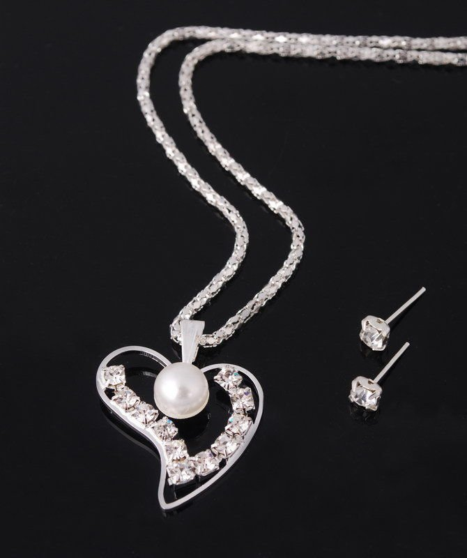 Elegant Beautiful Bridal White Pearl Heart Crystal Rhinestone Silver Chain Necklace Earrings Set