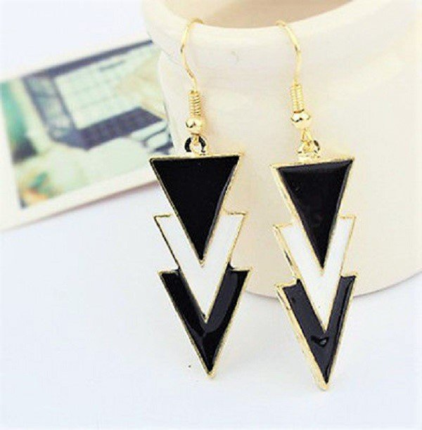 Retro Fashion Punk Black and White Triangle Enamel Drop Dangle Earrings