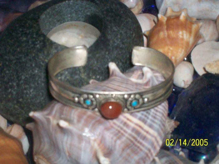Cuff cabochon bracelet
