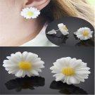 Elegant Sweet Women White Daisy Flower Stud Earrings Vintage Ear Studs Gift FT68