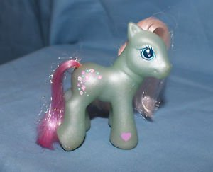 My Little Pony G3 Baby Flower Flash. 2003. Magnet in right front hoof.